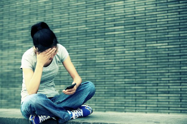 People who constantly checktheir smartphones tend to experiencegreater levels of depression and anxiety, <a href=