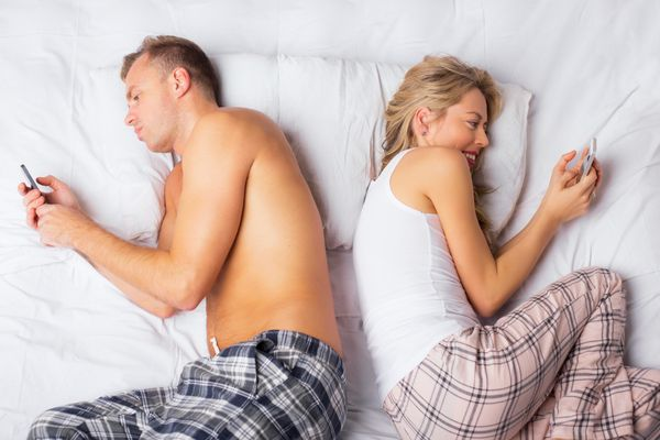 Sex loses some of its heatwhen there's a smartphone betweenthe sheets.Texts from your mom, tweets about Jus