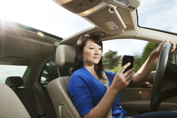 """Peering at your smartphone while driving is tempting, but dangerous. Nearly <a href=""""http://www.huffingtonpost.com/2015/06/08"""