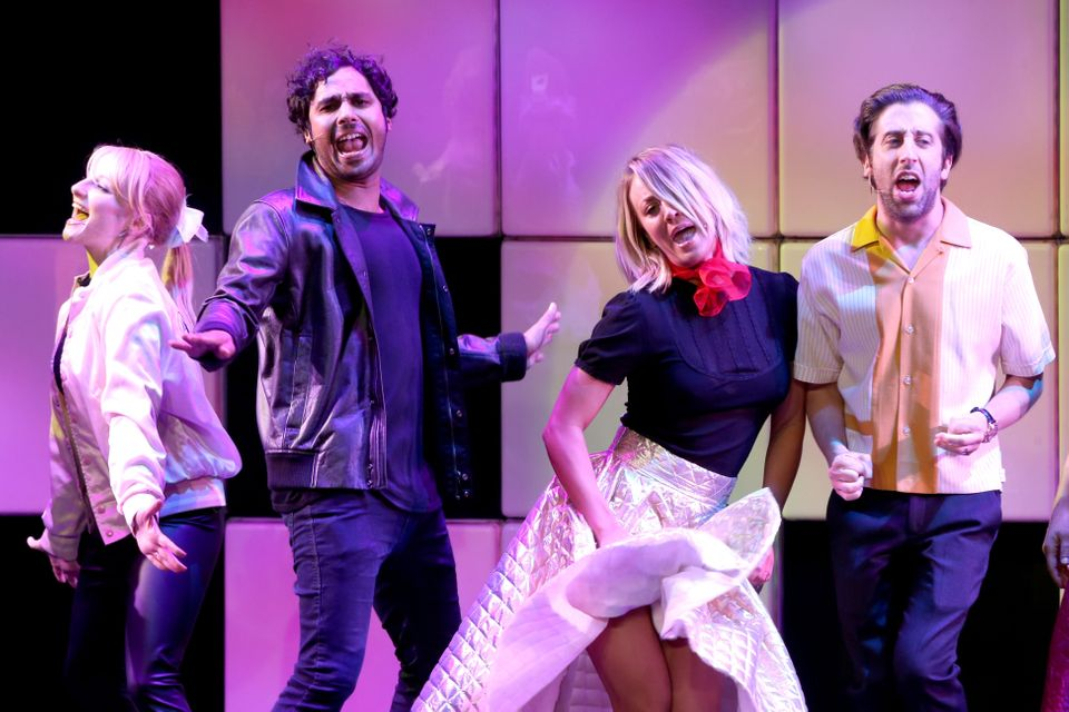 BEVERLY HILLS, CA - MARCH 09:  (L-R) Actors Melissa Rauch, Kunal Nayyar, Kaley Cuoco and Simon Helberg perform onstage during