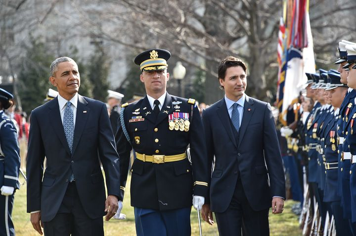 US President Barack Obama and Canada's Prime Minister Justin Trudeau take part in a welcome ceremony during a State Visit on