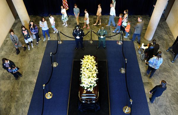 People come to pay their respects in front of the casket of former first lady Nancy Reagan during a lying in repose at the Re