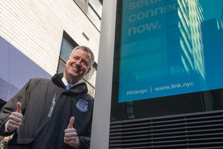 New York City Mayor Bill de Blasio gives a big ol' thumbs up, possibly at the thought of reading your email.