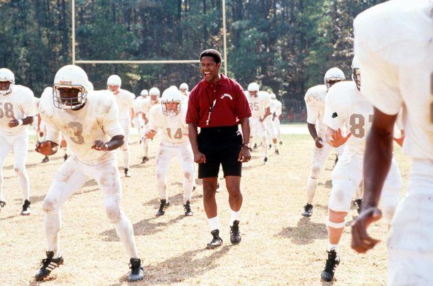 Denzel Washingtonin a scene in