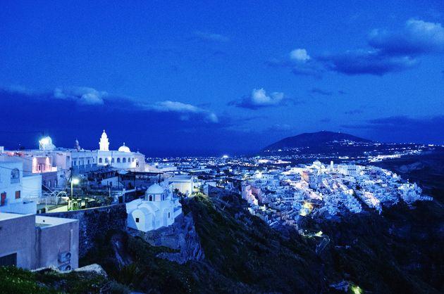 ギリシャ・サントリーニ島は、曇りでも美しい。魅力を伝える11枚の写真