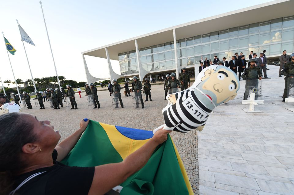 Demonstrators protest at the Planalto presidential palace in Brasilia, Brazil, on March 16, 2016. The protests came afte