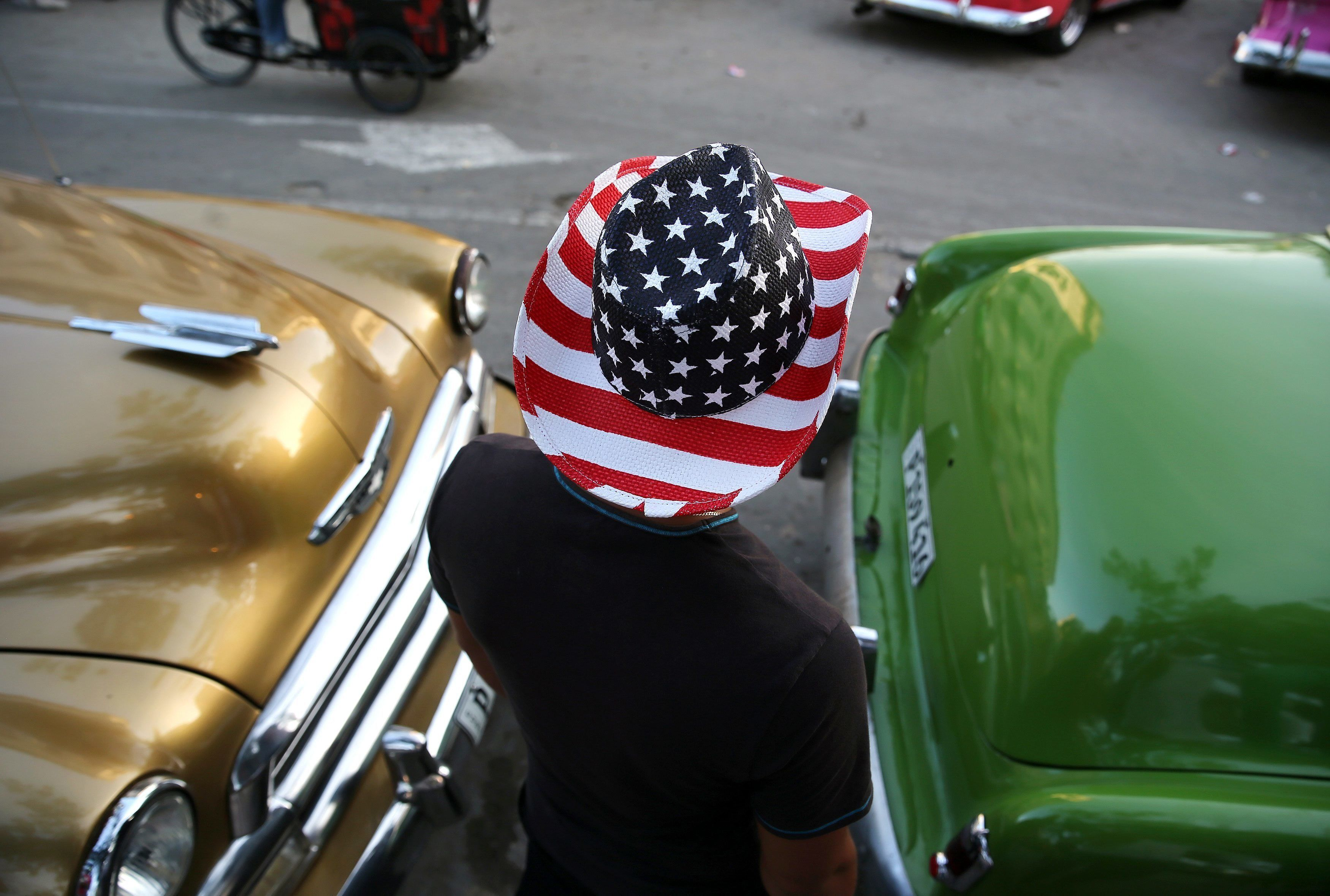 10 Mar 2016, Havana, Cuba --- epa05204982 A man wears a hat with the colors of the US national flag in Havana, Cuba, 10 March 2016. US President Barack Obama is scheduled to visit the island on 20 March 2016. EPA/ALEJANDRO ERNESTO --- Image by � ALEJANDRO ERNESTO/epa/Corbis
