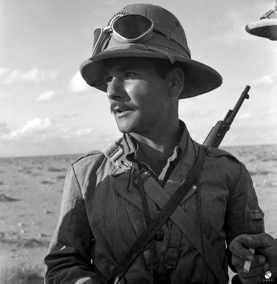 An Italian soldier in colonial uniform on the African front. 1941-1942.