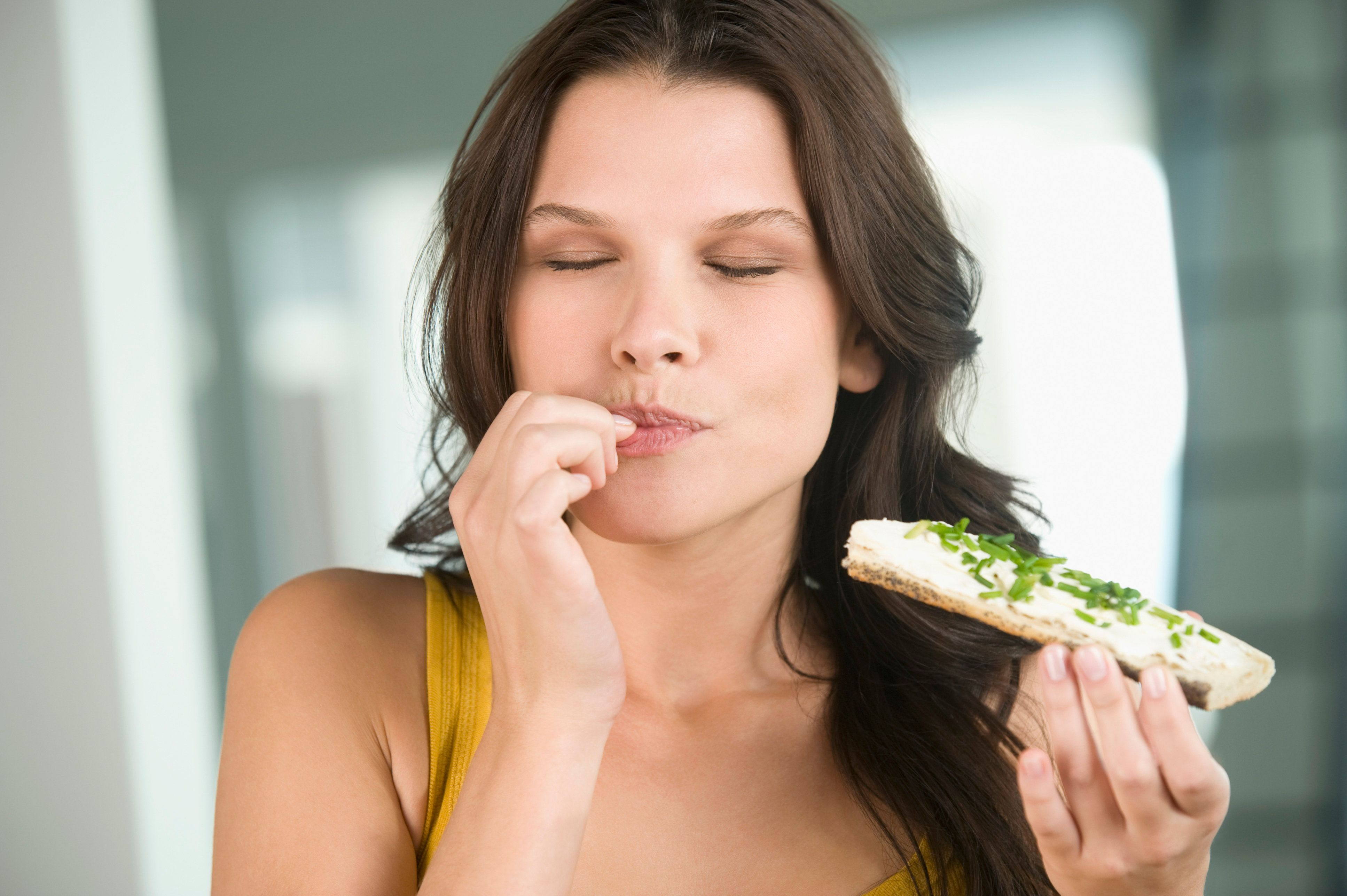Hearing your own food while chewing canreduce how much you eat, scientists say.