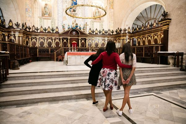 First lady Michelle Obama, and daughters Malia and Sasha tour La Catedral de la Virgen Maria de la Concepcion Inmaculada in O
