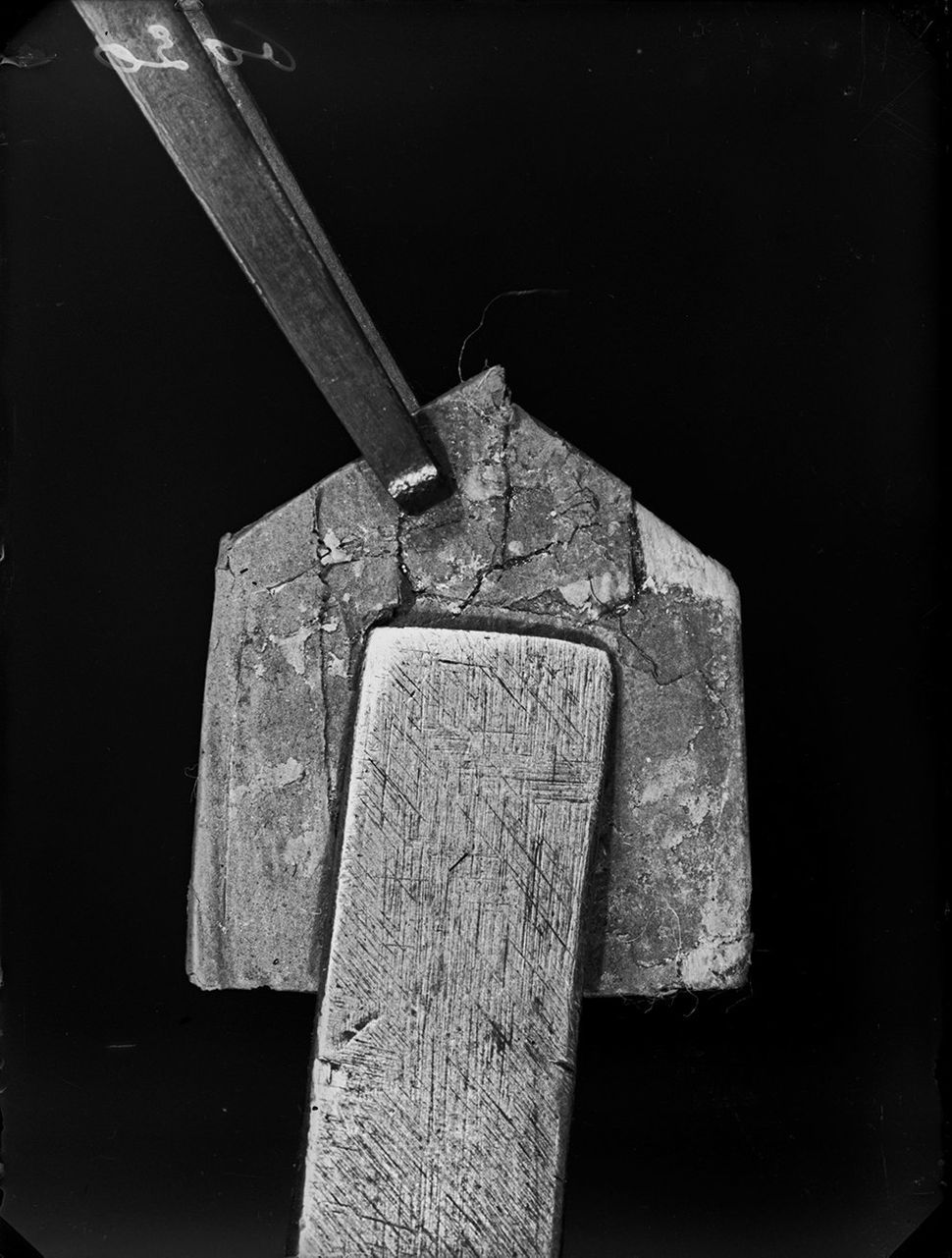 Superimposition of the tool on the fingerprint (extracted from a series of four images), Yverdon, Vaud, May 13 1912.