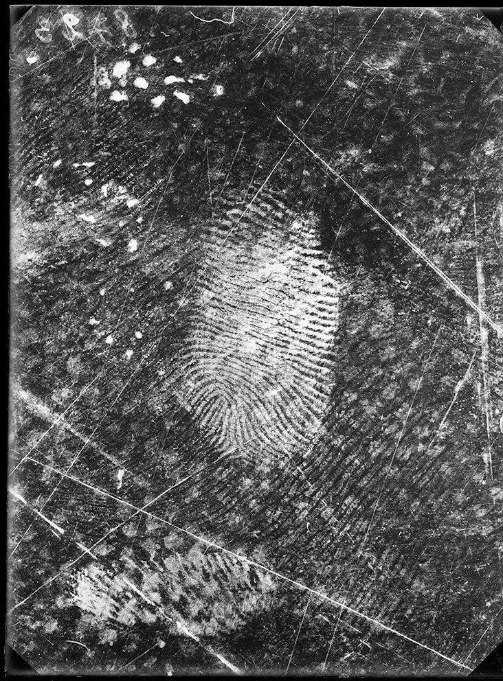 Fingerprints revealed on a wax tablet, GrandChêne, Lausanne, Vaud, November 25, 1915.