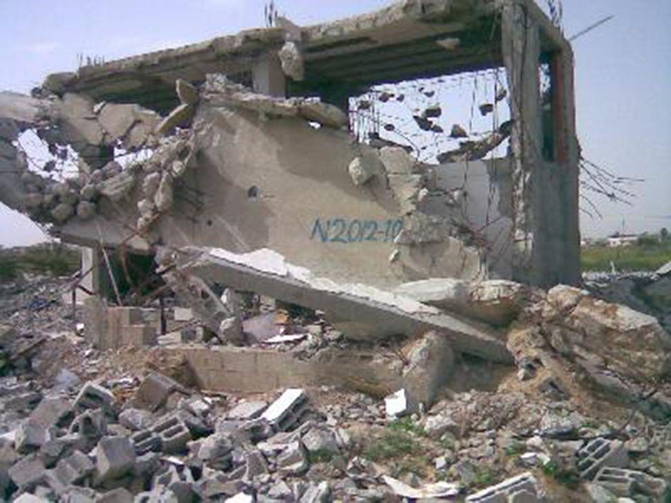 N2012-10 neighborhood: North Beit Hanon; near Al-Sikka; date of destruction: January 4, 2009; method of destruction: bulldoze