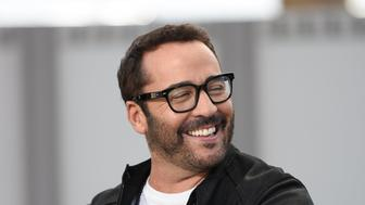 UNIVERSAL CITY, CA - FEBRUARY 29:  Jeremy Piven visits 'Extra' at Universal Studios Hollywood on February 29, 2016 in Universal City, California.  (Photo by Noel Vasquez/Getty Images)