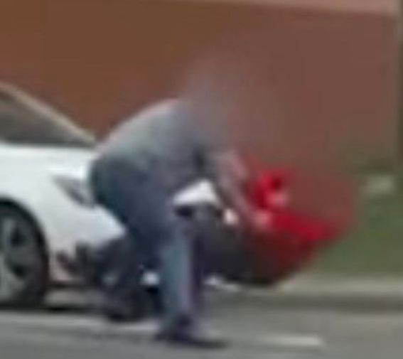 A road rage fight involving three men reduced traffic to a standstill inSouth