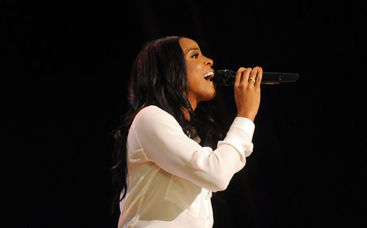 Kelly Rowland performs during Claritin and Boys & Girls Clubs event at PS 64 on March 21, 2016 in New York City. (Ph