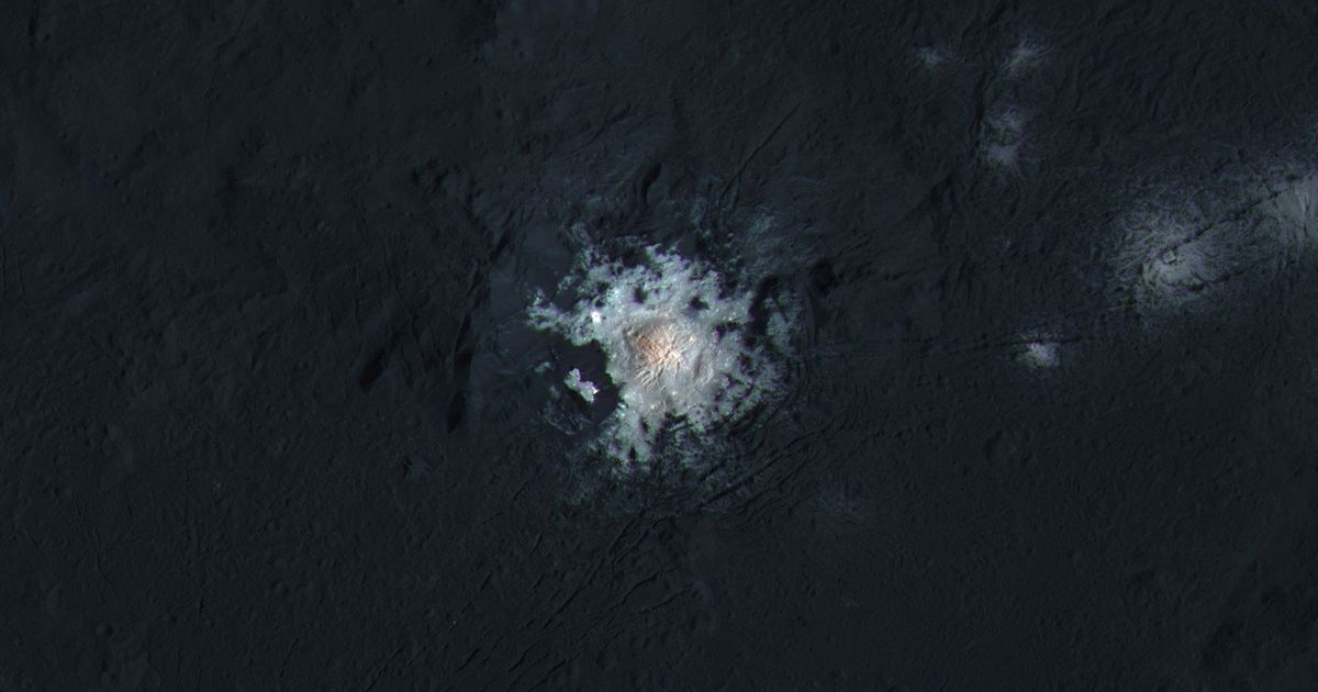 This Stunning Image Could Finally Solve The Mystery Of Ceres' Bright Spots