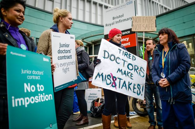 Junior doctors to stagethe first full walkout in the history of the NHS in