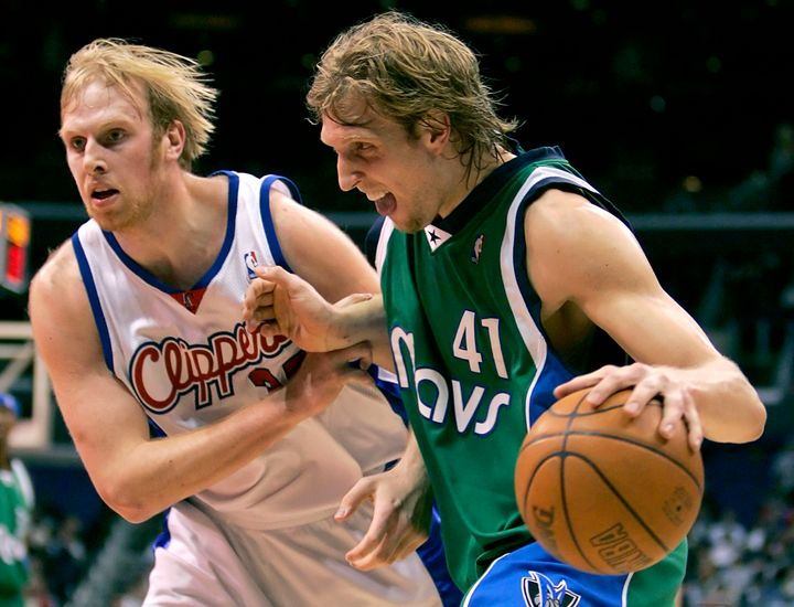 Just look at that flow. Center Chris Kaman, to Nowitzki's left — eh, not so much.