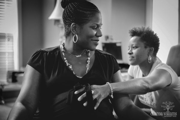 """""""This doula, Djifa Jones, has just arrived at her client's home on the day of her baby's birth. She would support her client"""