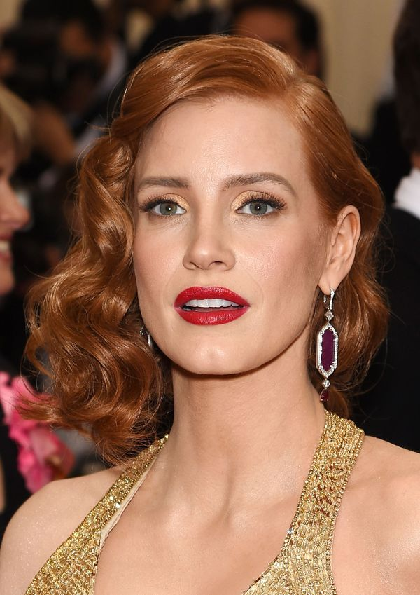 Jessica Chastain Breaks All The Redhead Beauty Rules And