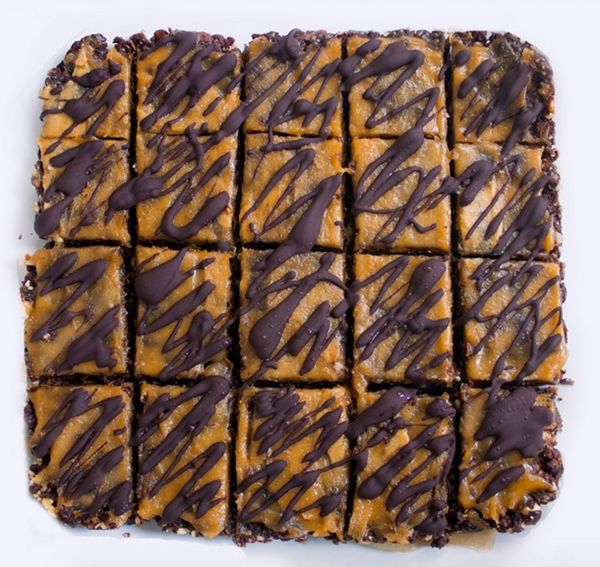 """Get the <a href=""""http://chocolatecoveredkatie.com/2015/06/01/no-bake-chocolate-peanut-butter-brownie-bars/"""" target=""""_blank"""">N"""