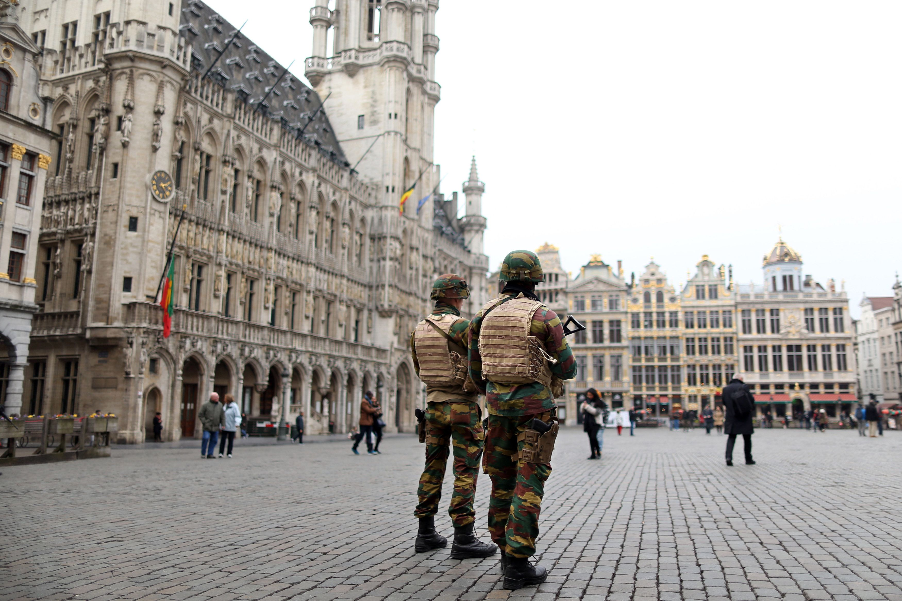 Belgian soldiers patrol in the Grand Place of Brussels following Tuesday's bombings in Brussels , Belgium, March 24, 2016.    REUTERS/Charles Platiau