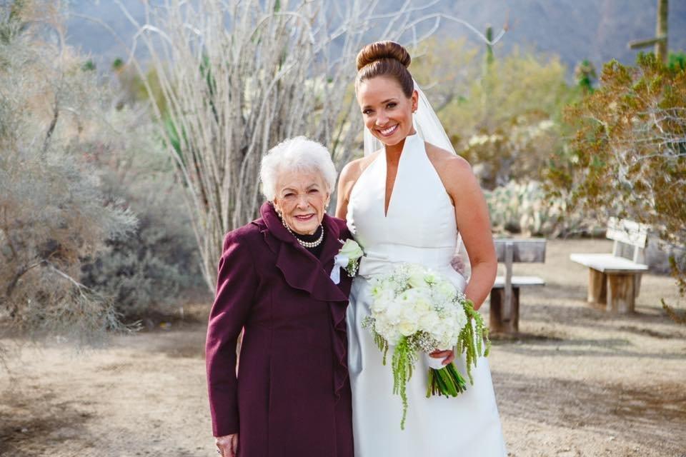 結婚式のフラワーガールは、95歳のアリスおばあちゃん