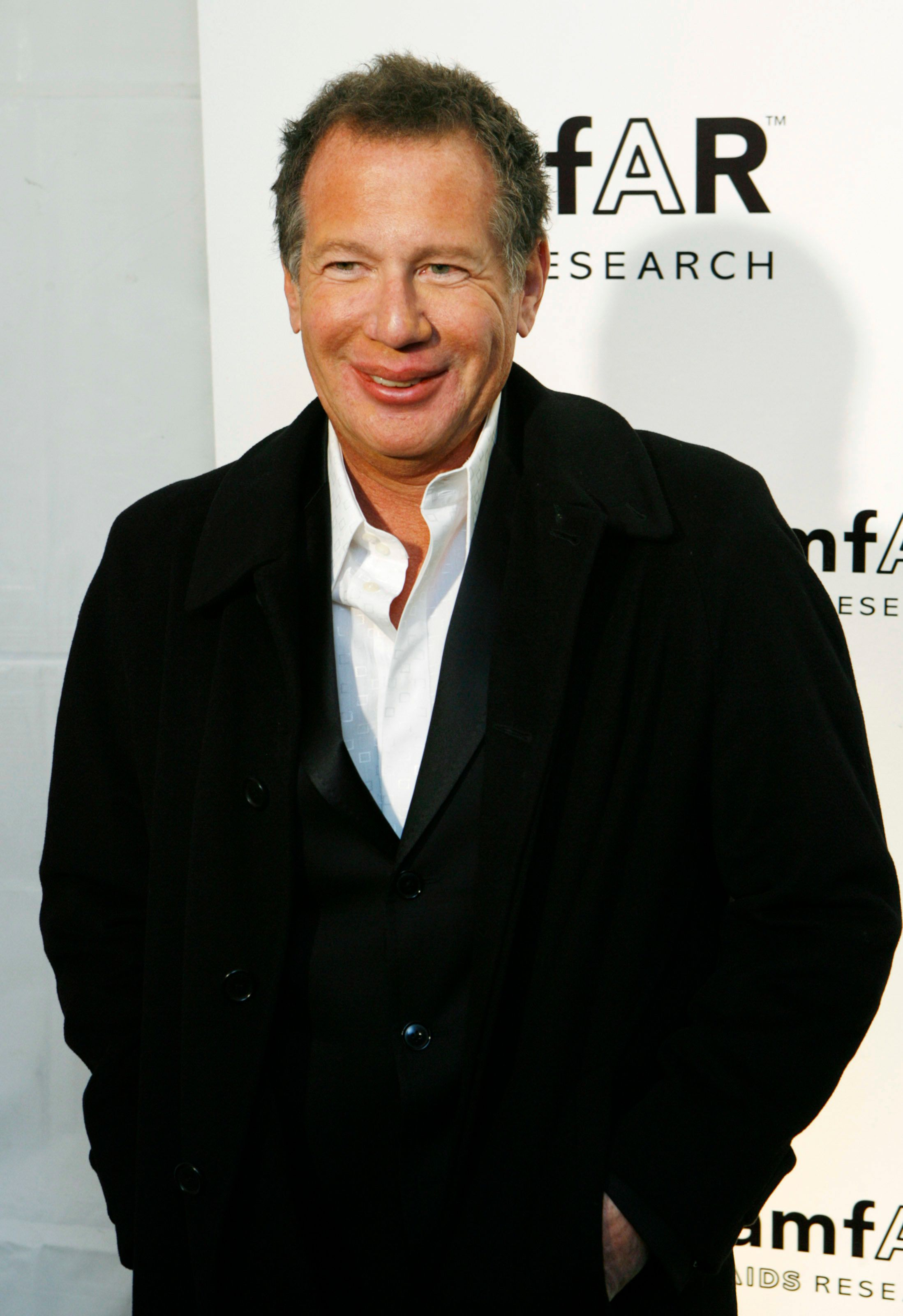 Actor Garry Shandling arrives to attend the amfAR, The Foundation for AIDS Research, gala benefit in New York January 31, 2007. REUTERS/Lucas Jackson  (UNITED STATES)