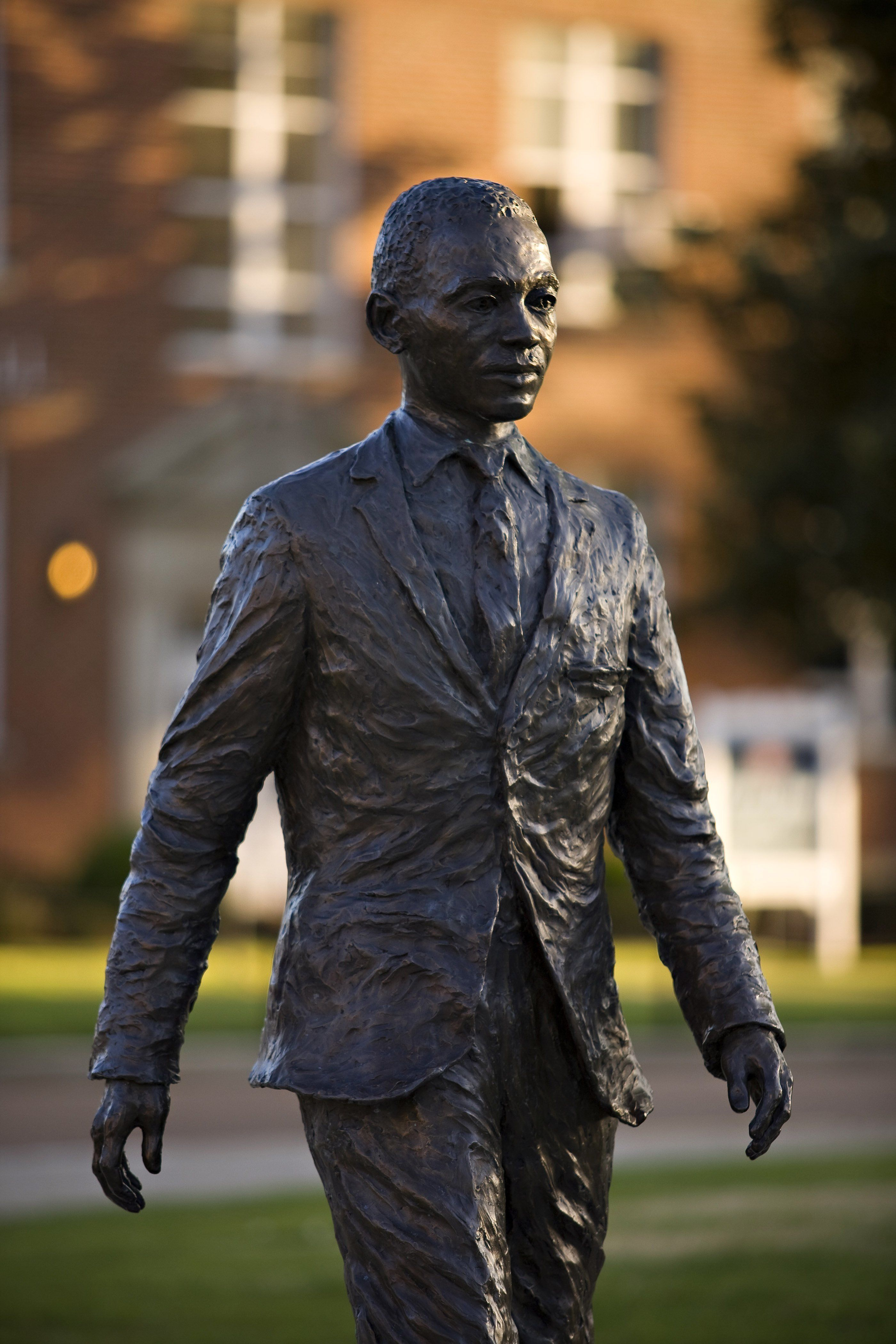 A noose and a depiction of the Confederate battle flag were hung on this statue of James Meredith at the University of Missis