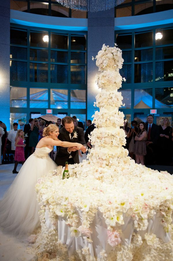 21 Show-Stopping Wedding Cakes That Have Some Serious \'Wow\' Factor ...