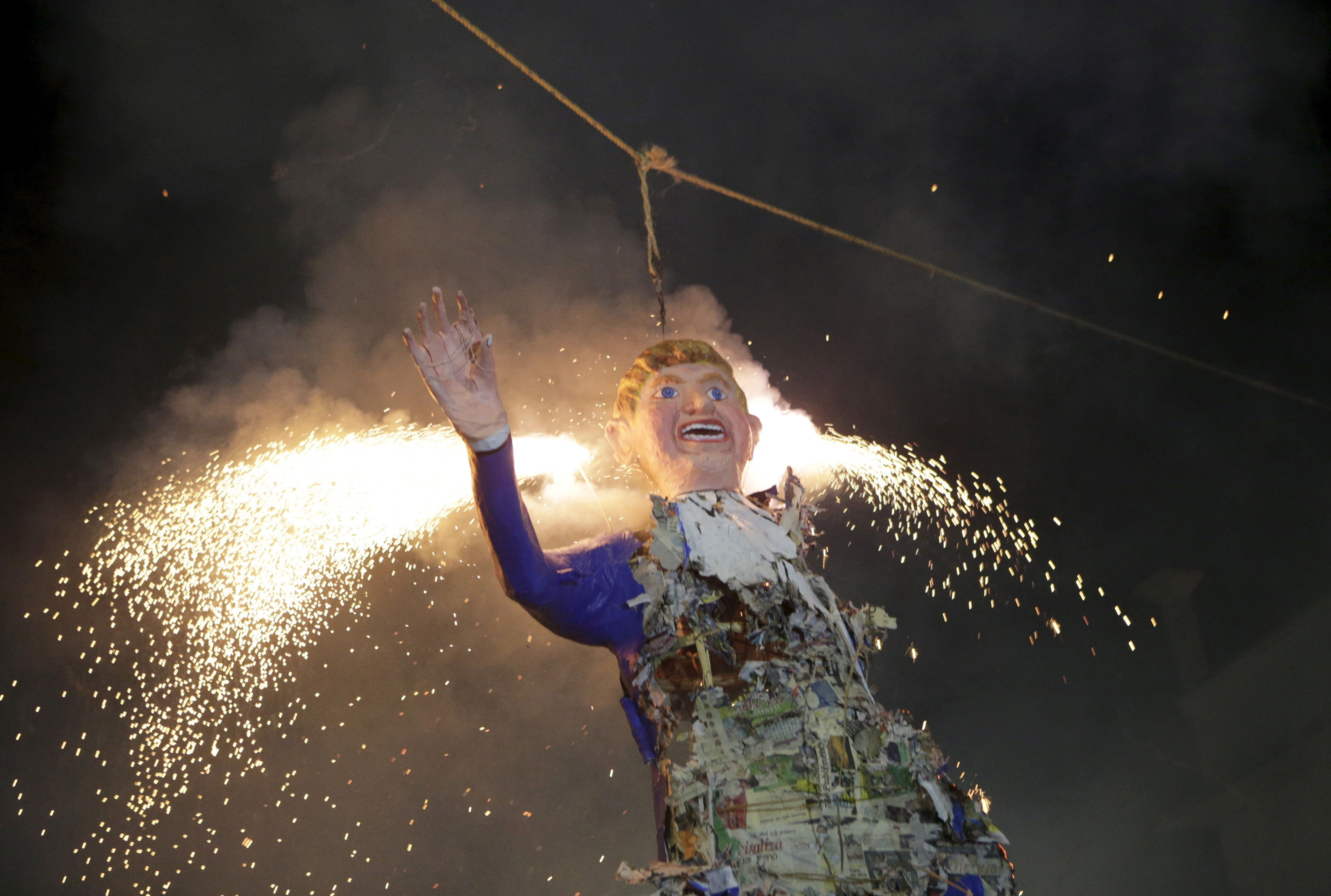 Mexicans burn an effigy of U.S. Republican presidential hopeful Donald Trump as they celebrate an Easter ritual late on Saturday in Mexico City's poor La Merced neighborhood March 26, 2016. REUTERS/Henry Romero