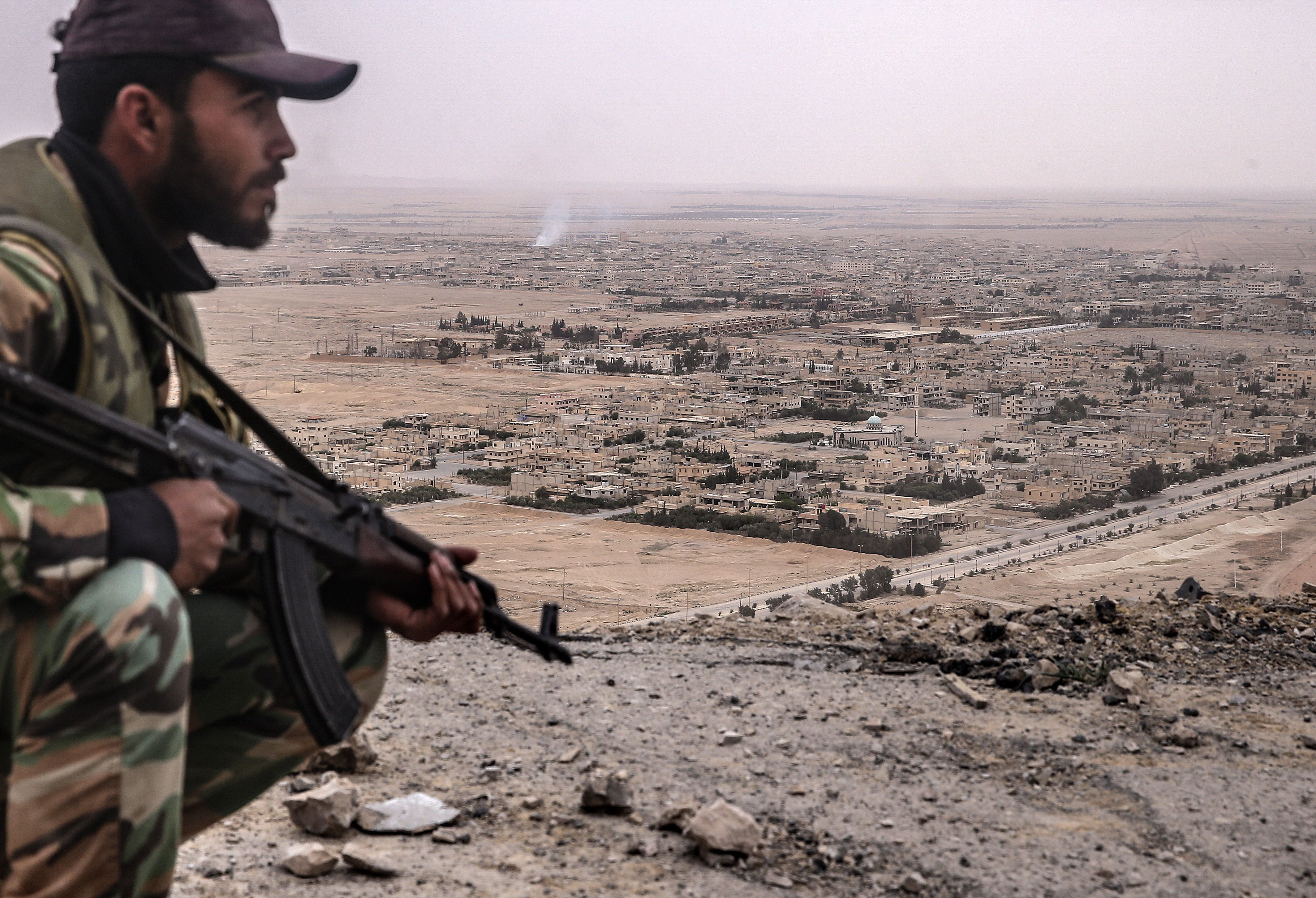 PALMYRIA, SYRIA. MARCH 26, 2016. A Syrian government army soldier looks at Palmyra from Fakhr al-Din al-Maani Citadel, a UNESCO world heritage site. The Syrian Government's army is fighting with ISIS militants for control of the heritage site. Valery Sharifulin/TASS (Photo by Valery Sharifulin\TASS via Getty Images)