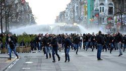 ベルギーのテロ追悼集会に極右が乱入、ヒトラー礼賛叫ぶ(画像集)