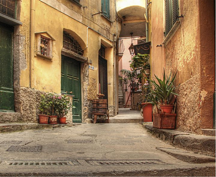 Riomaggiore and Alla Marina rooms.