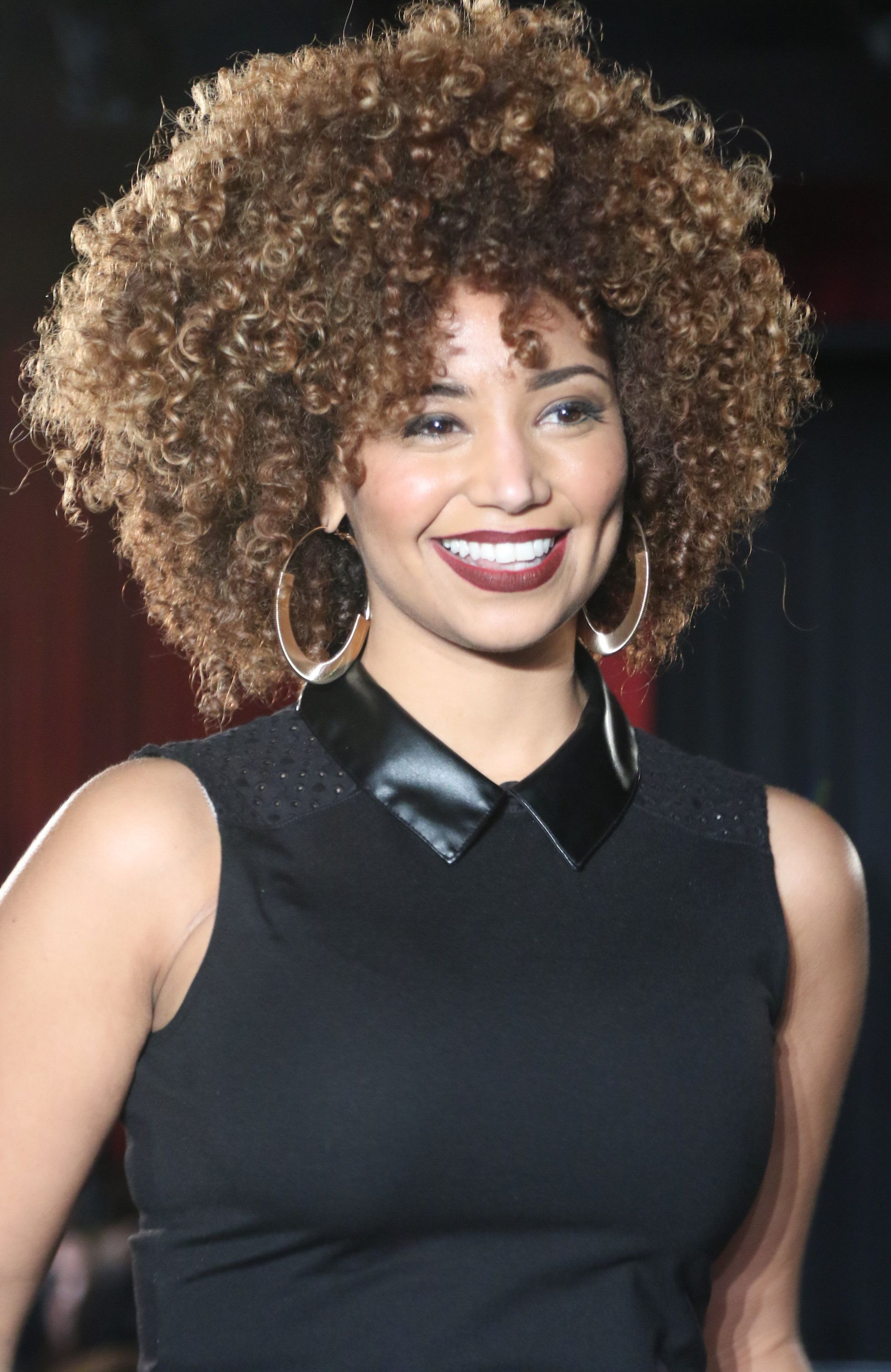 Individuals with rounder faces should keep their curly bangs above the brows.