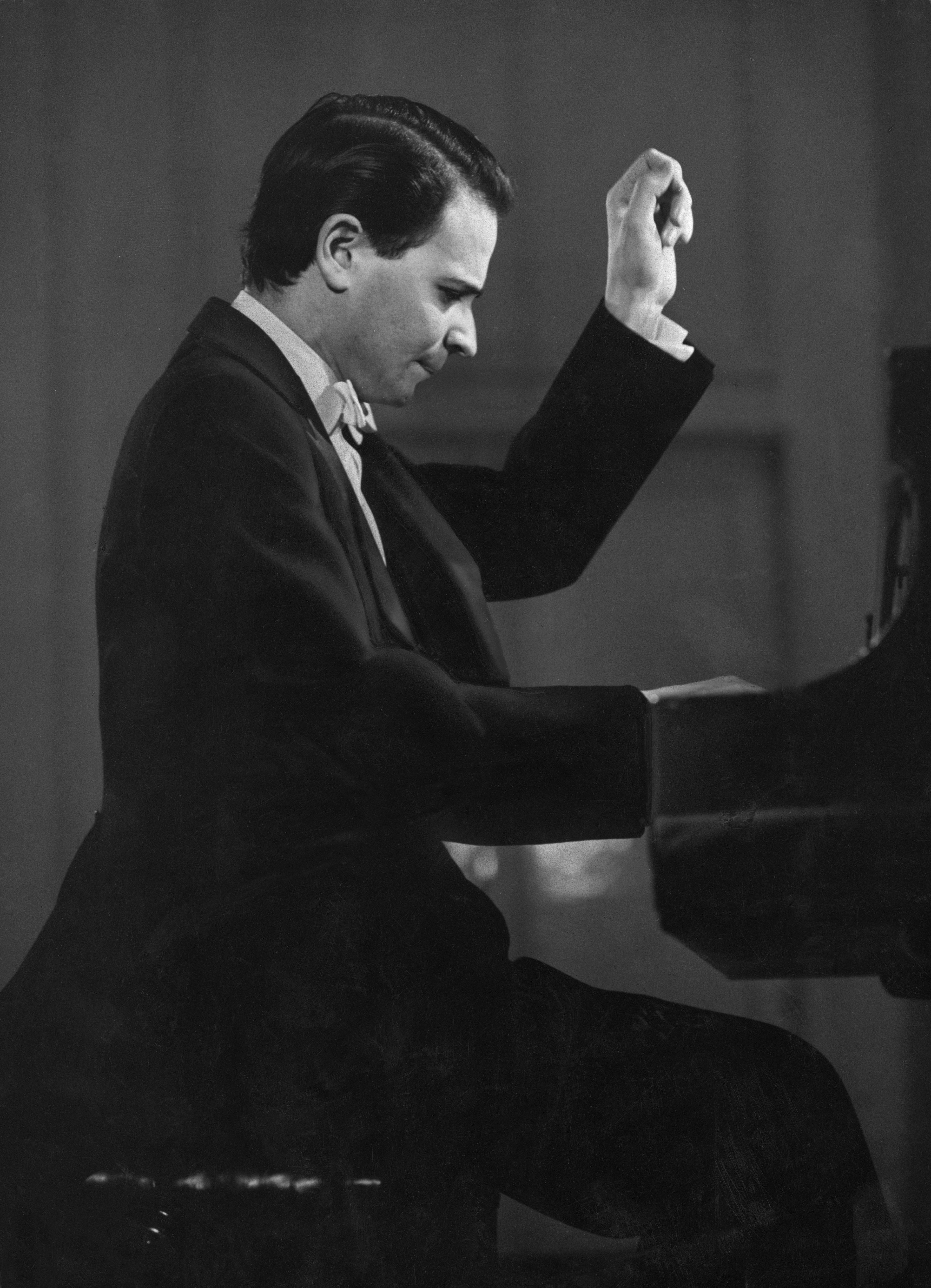 American pianist Byron Janis, circa 1961. (Photo by Pictorial Parade/Hulton Archive/Getty Images)