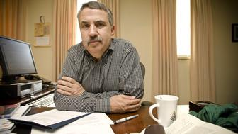 WASHINGTON, DC - OCTOBER 17: Author and New York Times Columnist Tom Friedman is photographed in his office on October 17, 2008 in Washington, DC.  (Photo by David S. Holloway/Getty Images)