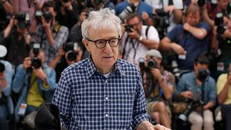 """Director Woody Allen poses during a photocall for the film """"Irrational Man"""" out of competition at the 68th Cannes Film Festival in Cannes, southern France, May 15, 2015.        REUTERS/Benoit Tessier"""