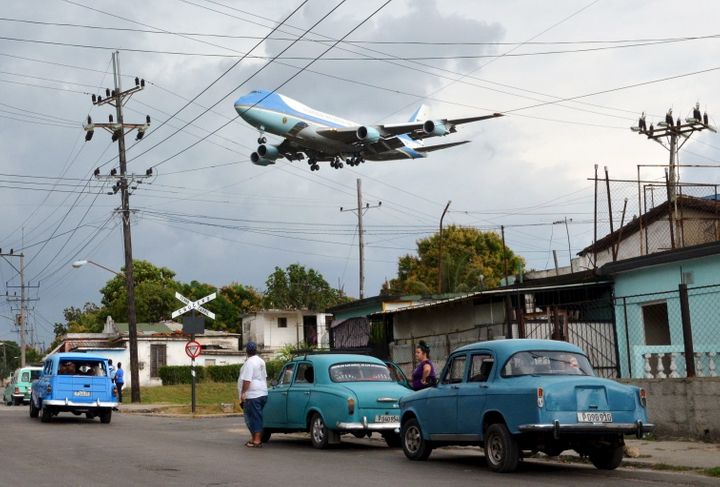 Air Force One carrying U.S. President Barack Obama and his family flies over a neighborhood of Havana as it approaches the ru