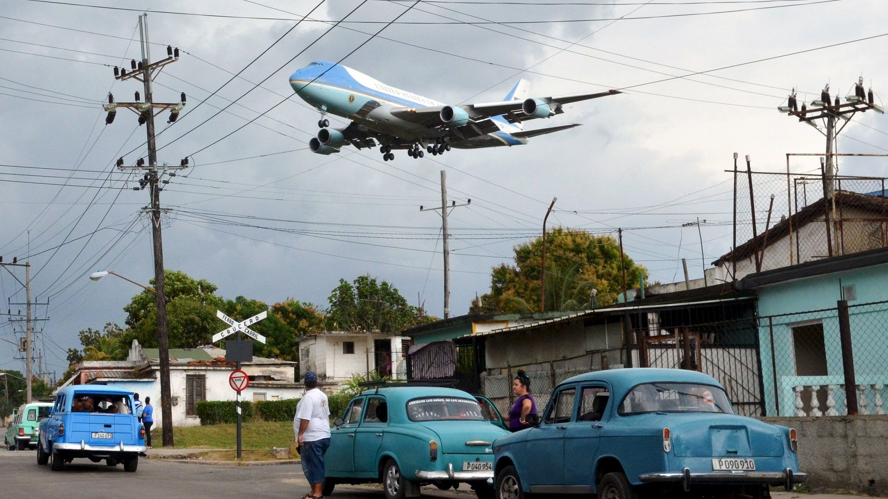 The Story Behind The Viral Photo Of Air Force One Gliding Over Havana