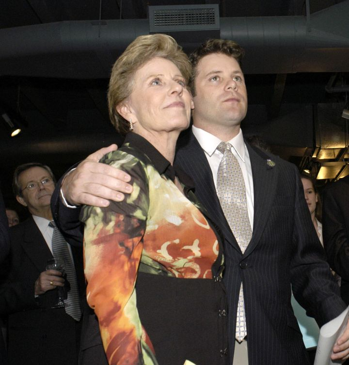 Actor Sean Astin puts his arm around his mother, Patty Duke, at the Creative Coalition's 2004 Capitol Hill Spotlight Awards c