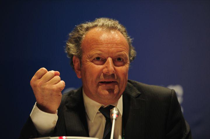 Mark Piethwas instrumental in enactingthe OECD anti-bribery convention when he servedas its head from 1989