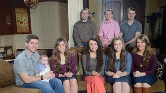 GOOD MORNING AMERICA - Paula Faris sits down exclusively with several of the Duggar children from their Arkansas home, for an interview airing on GOOD MORNING AMERICA, Monday, March 14 (7-9am, ET) as well as all ABC News platforms.  (Photo by Ida Mae Astute/ABC via Getty Images)   BEN SEEWALD, JESSA SEEWALD, JINGER DUGGAR, JOY DUGGAR, JANA DUGGAR; (REAR) JOHN DAVID DUGGAR, JOSIAH DUGGAR, JOSEPH DUGGAR
