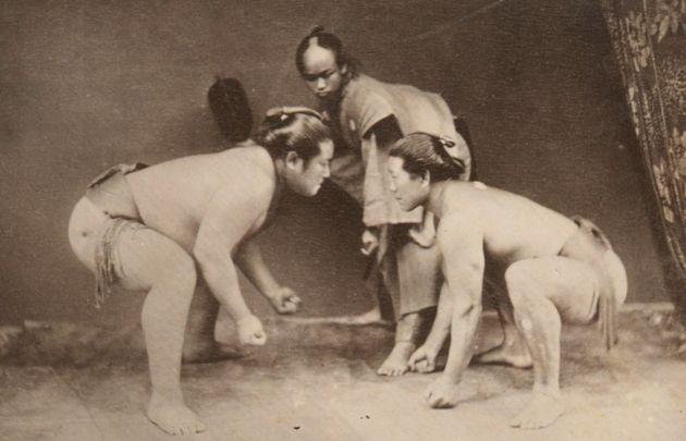 日本の相撲は驚くほど美しかった。貴重な19世紀の写真は伝える(画像集)