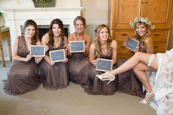 Maid of honor hilariously photobombs her best friend's wedding photoshoot Funny wedding photograph for brides and their bridesmaids