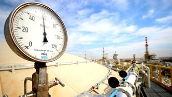 A general view shows pipelines in the newly opened section of the oil refinery of Zubair, southwest of Basra in southern Iraq, on March 3, 2016. Iraq's oil exports and revenue dipped in February compared with the previous month as low global crude prices offered Baghdad no financial respite, a statement said on March 1. Iraq's federal government exported a total of 93,536,000 barrels of crude last month, which amounts to a lower daily average than January, the oil ministry said. / AFP / HAIDAR MOHAMMED ALI        (Photo credit should read HAIDAR MOHAMMED ALI/AFP/Getty Images)