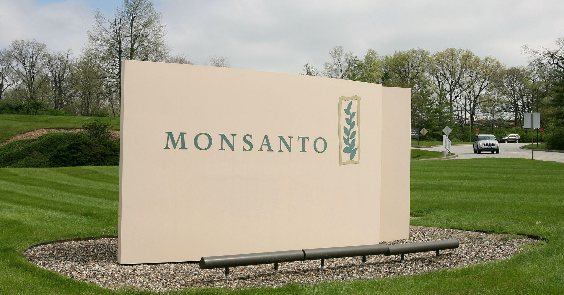 management of engineerign at monsanto Furthermore, no post harvest management and safety was ensured in these trials by monsanto-mahyco monsanto was not concerned with the findings of the trials at all they just wanted gm seeds to be introduced into indian soil and they did so without due process.