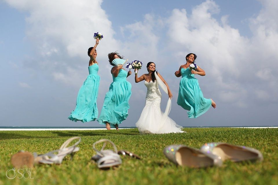 17 Super Fun Photo Ideas For Bridesmaids With A Silly Side Huffpost Life
