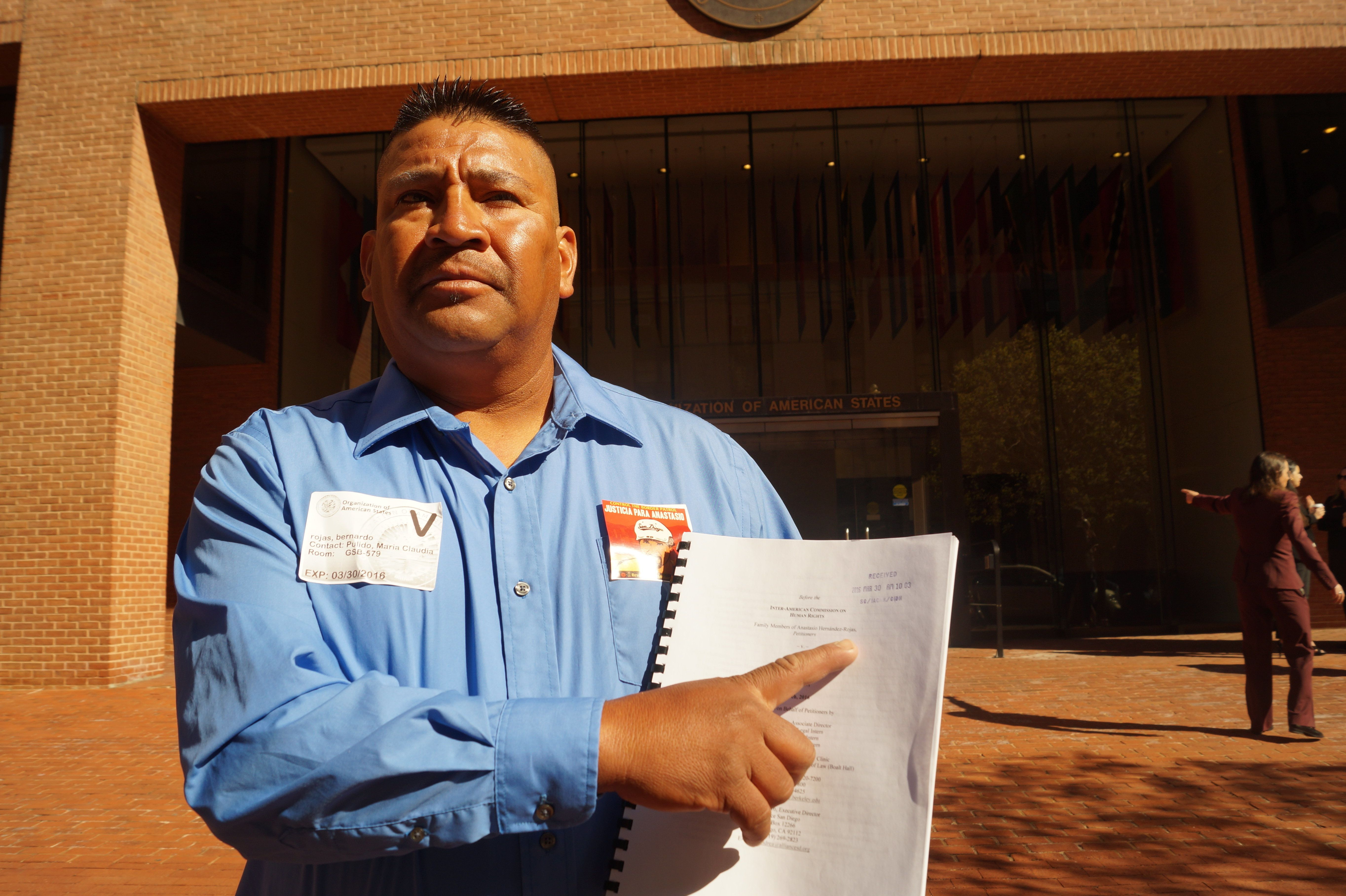 Bernardo Hernández Rojasdelivers a petition to the Inter-American Commission on Human Rights on thedeath o